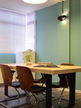 میز جلسه چوبی خود رنگ پایه آهنی