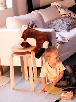 چهارپایه و میز عسلی مدل فروستا ایکیا