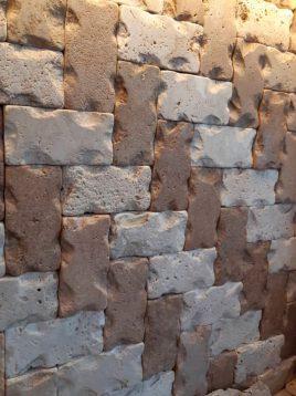 stone travertine antique model seven 2 268x358 - سنگ آنتیک تراورتن طرح لب پر کرم قهوه ای