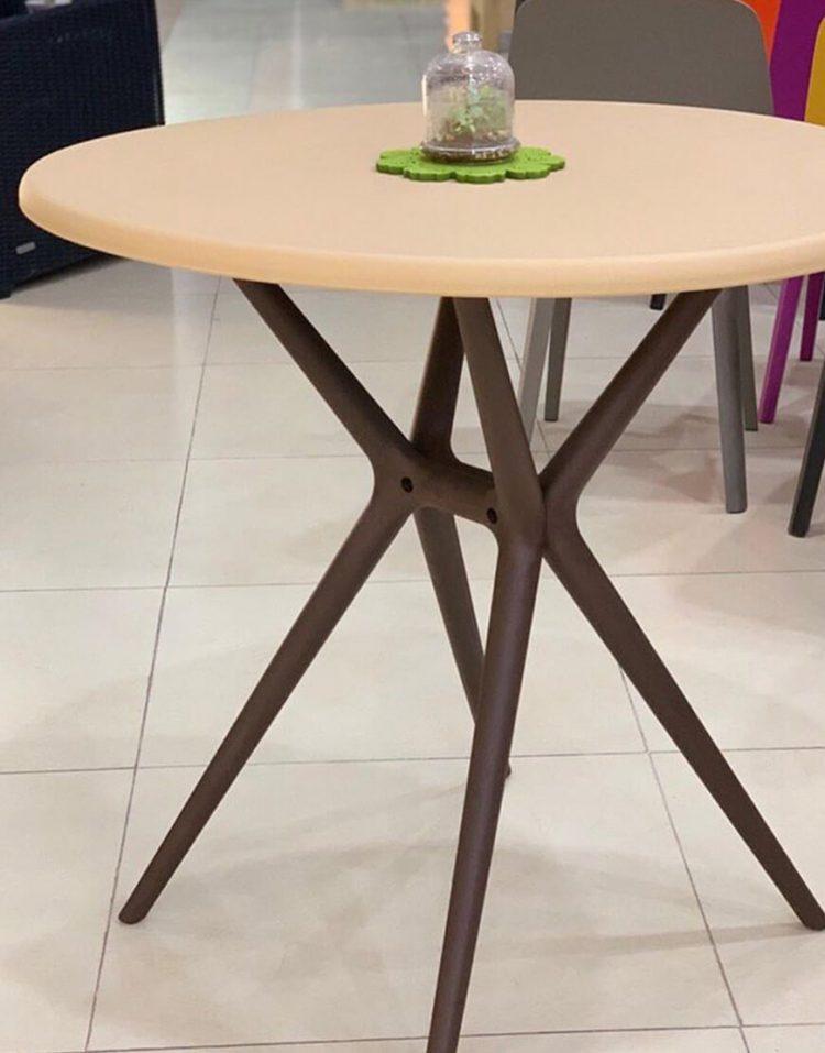 میز مدل تیکا
