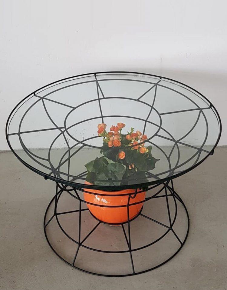 میز جلو مبلی گرد با فریم هندسی فلزی