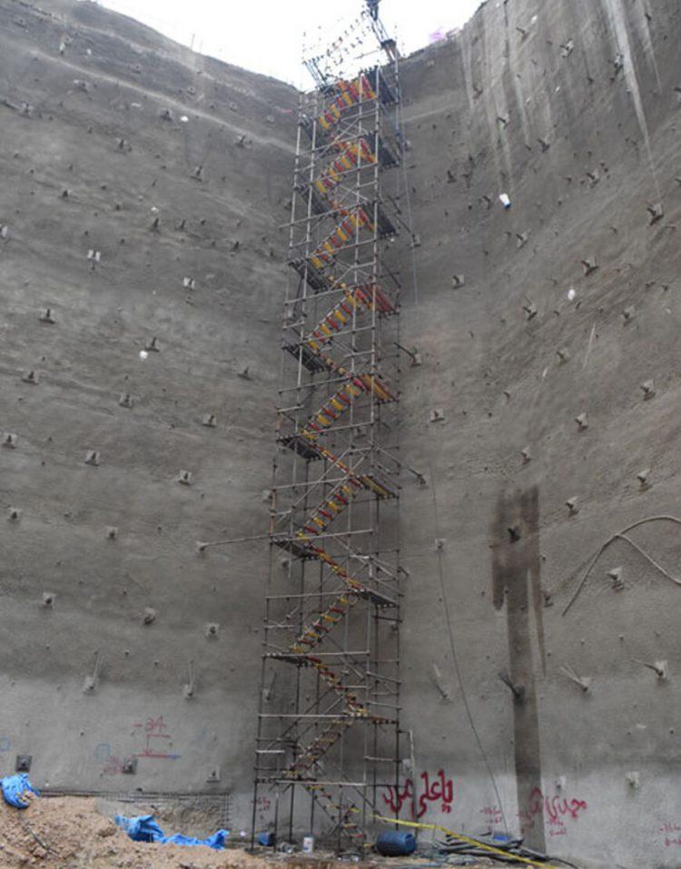 nahalsan Scaffolding stairs and metal shield 4 750x957 - پله داربستی فلزی نهالسان