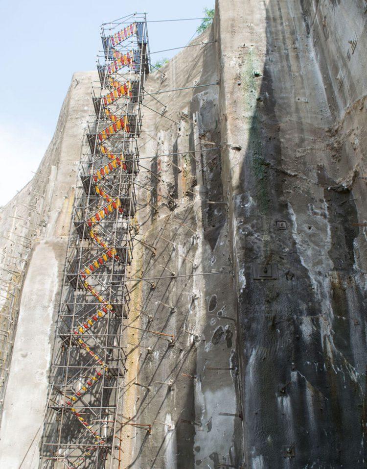 nahalsan Scaffolding stairs and metal shield 7 750x957 - پله داربستی فلزی نهالسان