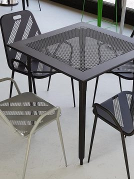 صندلی فلزی نهالسان طرح راه راه پانچی