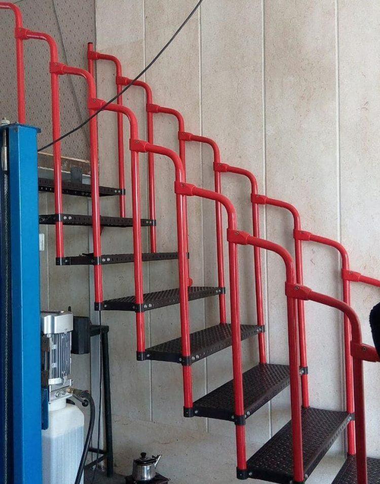 پله مستقیم فلزی با نرده نهالسان