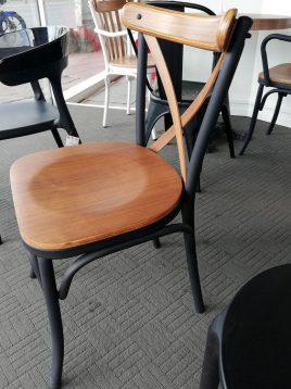 صندلی تونت با کف چوبی