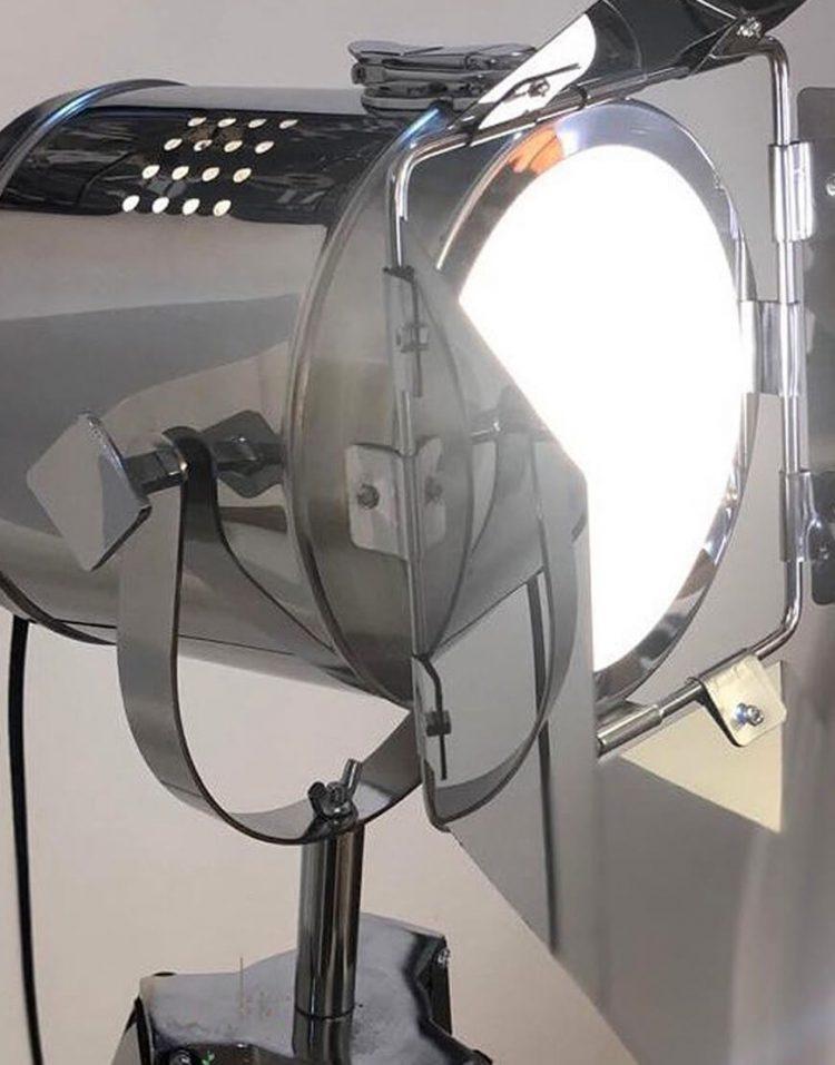 voodoohome professional Floor Lamps model VF6102 3 750x957 - آباژور پایه بلند حرفه ای فلزی با پایه چوبی مدل VF6102